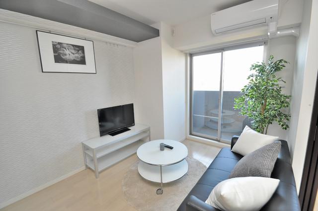プレミアム菱屋西 白を基調としたリビングはお部屋の中がとても明るいですよ。