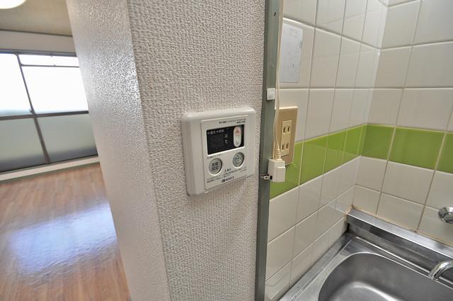 スペラーレ今里 給湯リモコン付。温度調整は指1本、いつでもお好みの温度です.