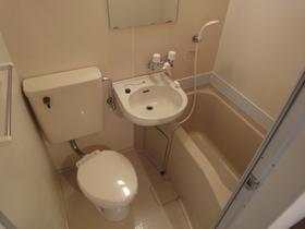 https://image.rentersnet.jp/3503260d-37c0-4093-9e85-a9218ad7b47b_property_picture_2418_large.jpg_cap_浴室に鏡あり!