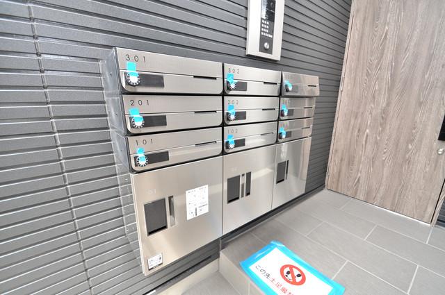 ステディ八戸の里 屋根のあるポストは大切な郵便物を雨から守ってくれます。