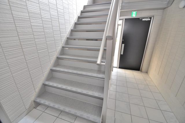 セント コリーヌ E棟 2階に伸びていく階段。この建物にはなくてはならないものです。