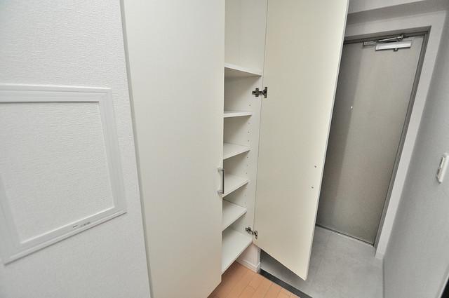 CASSIA高井田NorthCourt 玄関にはオシャレなシューズボックスが設置されていますよ。