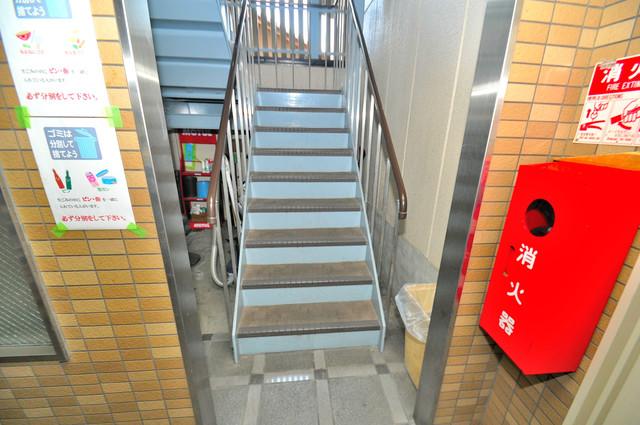 セントラルパーム この階段を登った先にあなたの新生活が待っていますよ。