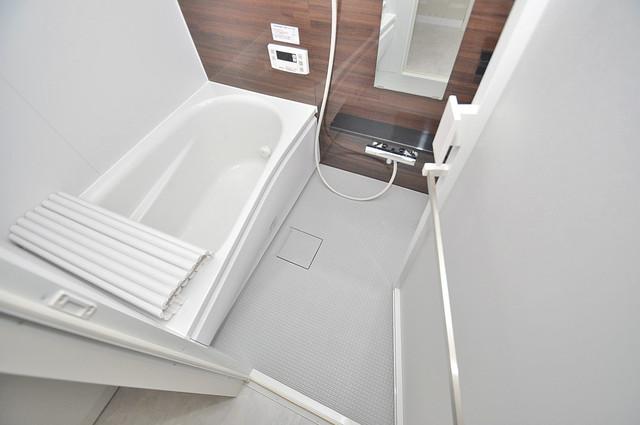 プレシオ小阪 ゆったりサイズのお風呂は落ちつける癒しの空間です。