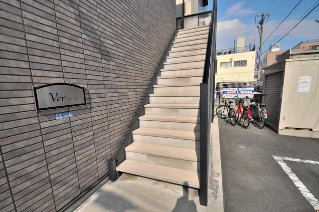 ウェール この階段を登った先にあなたの新生活が待っていますよ。