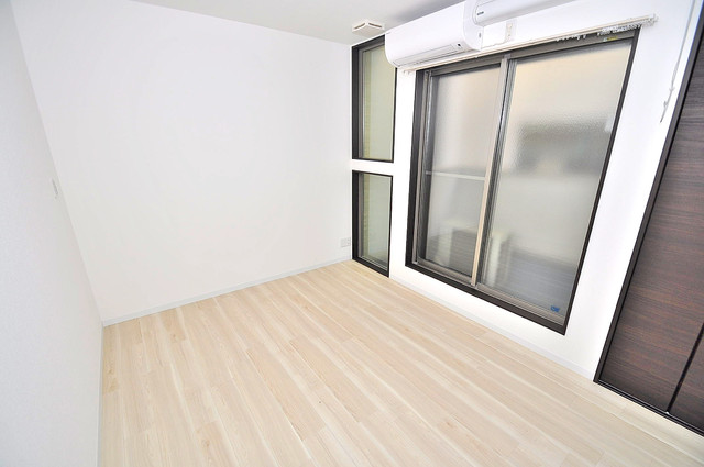 Realize長瀬 白を基調としたリビングはお部屋の中がとても明るいですよ。