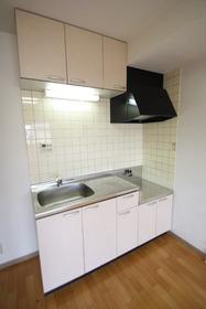 https://image.rentersnet.jp/37a2f302-8ca9-45ef-b17d-7f3842e7685e_property_picture_2988_large.jpg_cap_キッチン