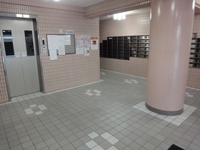 https://image.rentersnet.jp/37e309ce12be0f98f8c0b4dba6297385_property_picture_2418_large.jpg_cap_エレベーターホール