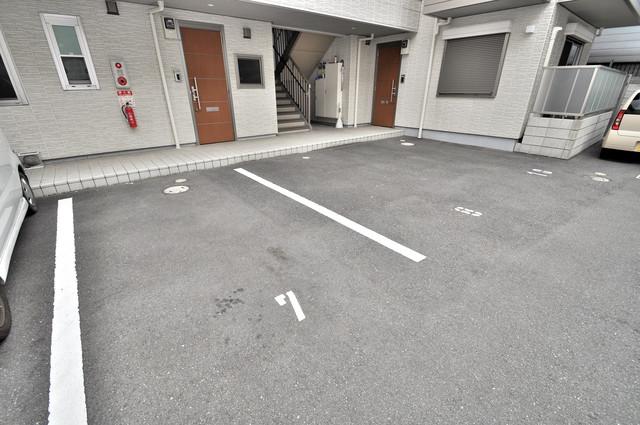 シャーメゾンアマヤハイツ 敷地内には駐車場があり安心ですね。