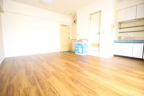https://image.rentersnet.jp/387a1c1f-524c-4cad-85bf-5dbfcc214835_property_picture_2418_large.jpg_cap_居室