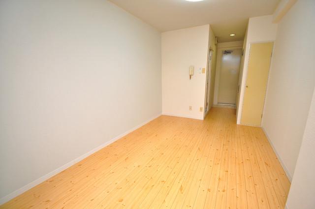 レガーレ布施 落ち着いた雰囲気のこのお部屋でゆっくりお休みください。