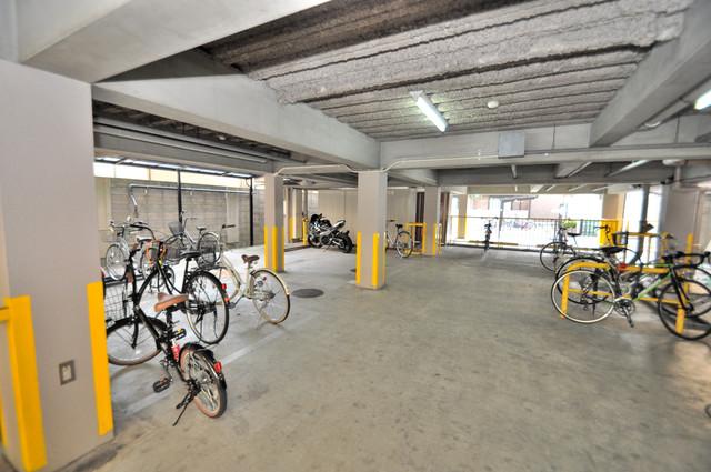 パームスクエア 屋内にある駐輪場は大切な自転車を雨から守ってくれます。