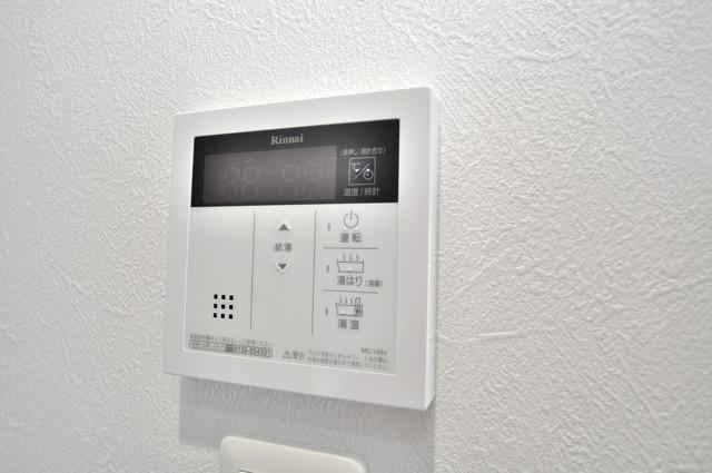 オリエンテム 給湯リモコン付。温度調整は指1本、いつでもお好みの温度です。