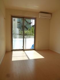 ブラリアハウス 101号室