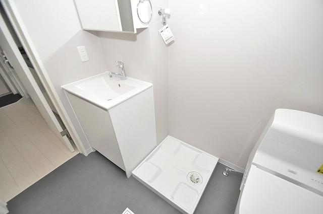 Lazward HigashiOsaka  嬉しい室内洗濯機置場。これで洗濯機も長持ちしますね。