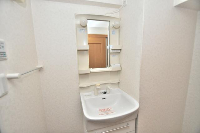 セレンディピティO・V 独立した洗面所には洗濯機置場もあり、脱衣場も広めです。