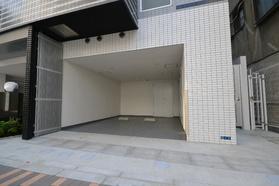 アジールコート上野稲荷町駐車場