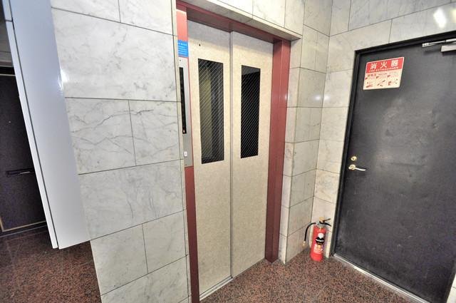日栄ビル3号館 嬉しい事にエレベーターがあります。重い荷物を持っていても安心