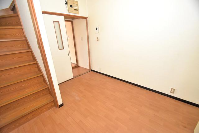 巽北1-29-14 貸家 明るいお部屋はゆったりとしていて、心地よい空間です