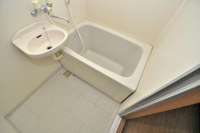 ジャルディーノ壱番館 ゆったりサイズのお風呂は落ちつける癒しの空間です。