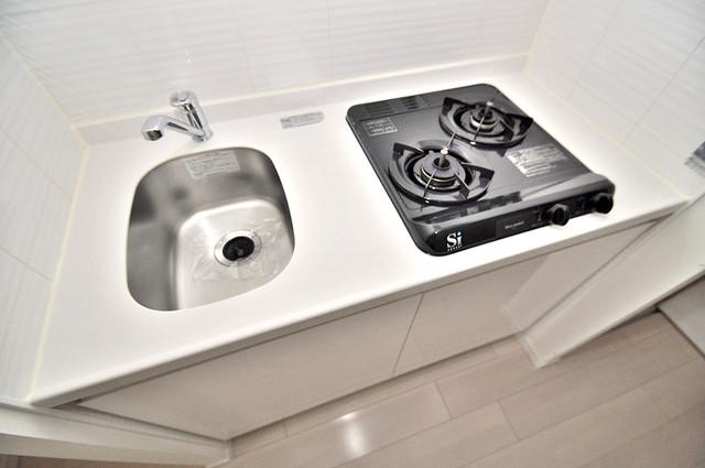 サムティ大阪GRAND EAST 単身のお部屋には珍しい豪華なシステムキッチン完備です。