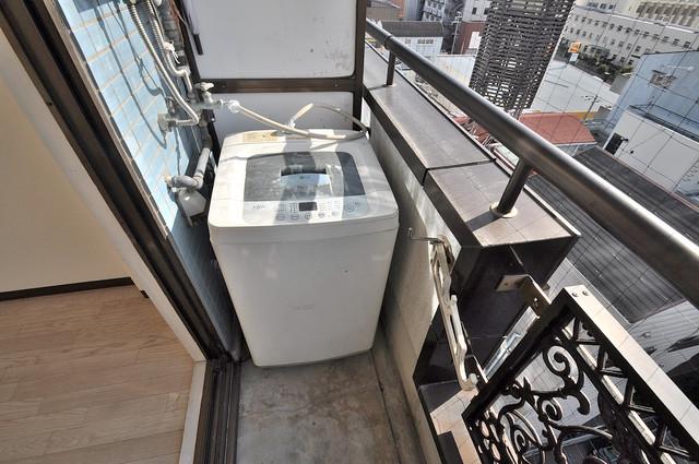ロイヤル巽 洗濯して一歩も動かずに洗濯物を干せるのがうれしいですね。