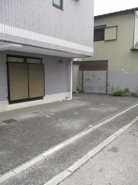 TANAKA HOUSE駐車場