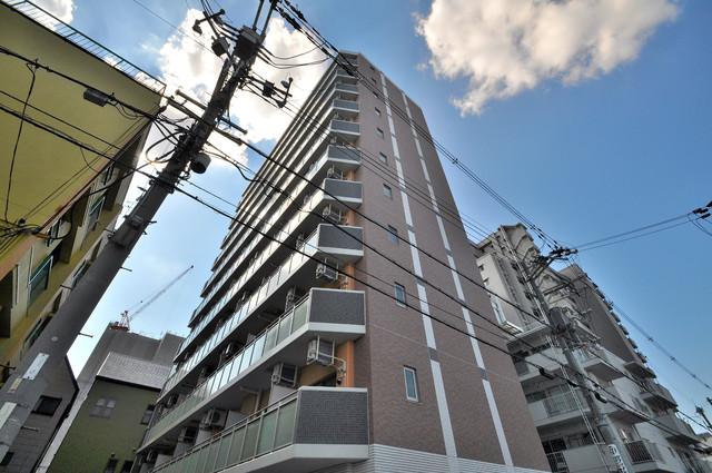 M'プラザ小阪駅前 存在感のある外観は落ちついた色合いで、堂々としていますね。