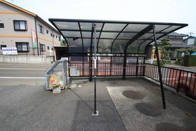 https://image.rentersnet.jp/3ad27918-7283-41d1-8fbf-8c9ab360a840_property_picture_2988_large.jpg_cap_屋根付き駐輪場