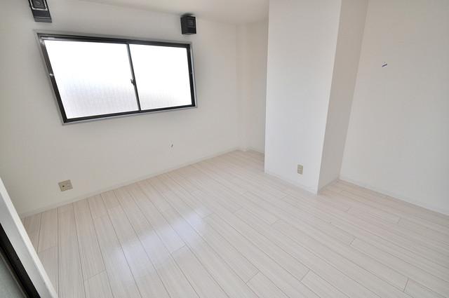 ハイム上小阪 白を基調とした内装でおしゃれで、落ち着ける空間です。
