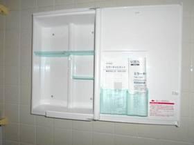 浴室にある洗面キャビネット