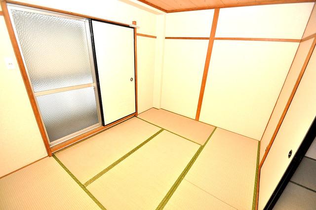 ロイヤルハイツ八戸ノ里 明るいお部屋はゆったりとしていて、心地よい空間です