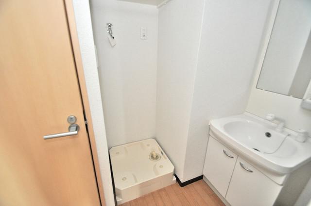 M'プラザ布施弐番館 嬉しい室内洗濯機置場。これで洗濯機も長持ちしますね。