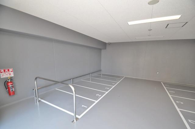 アドバンス大阪バレンシア 屋内にある駐輪場は大切な自転車を雨から守ってくれます。