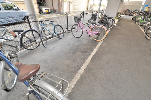ノーブル布施 敷地内には専用の駐輪スペースもあります。