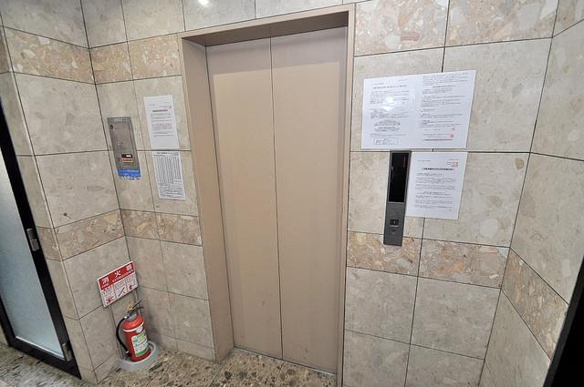 レトワール小路 嬉しい事にエレベーターがあります。重い荷物を持っていても安心