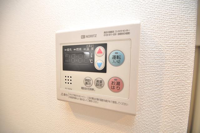 RESTAURO 給湯リモコン付。温度調整は指1本、いつでもお好みの温度です。