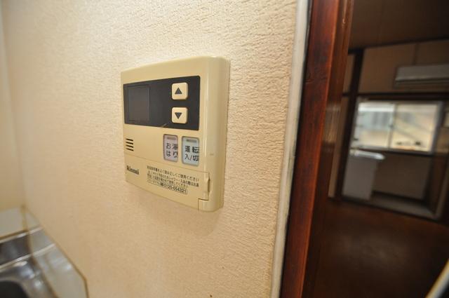 長瀬町1-3-10貸家(高山貸家) 給湯リモコン付。温度調整は指1本、いつでもお好みの温度です。