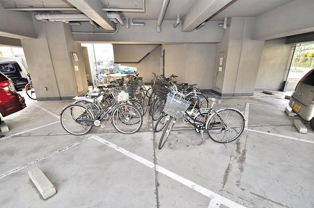 ファースト・ネット 屋内にある駐輪場は大切な自転車を雨から守ってくれます。