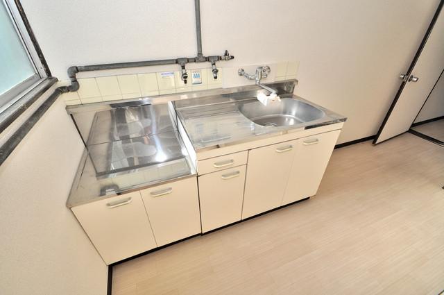 川田マンション 落ち着いた色合いのキッチン。使い勝手も良いです。