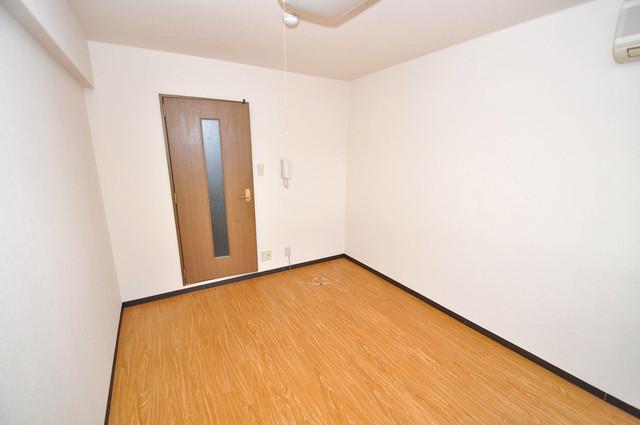 サンライズヒルズ 落ち着いた雰囲気のこのお部屋でゆっくりお休みください。
