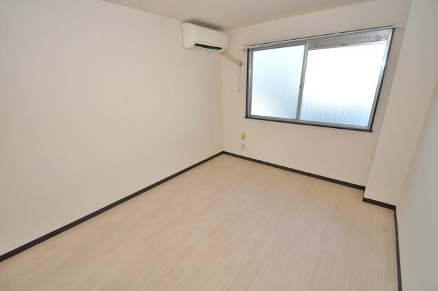 川田マンション 朝には心地よい光が差し込む、このお部屋でお休みください。