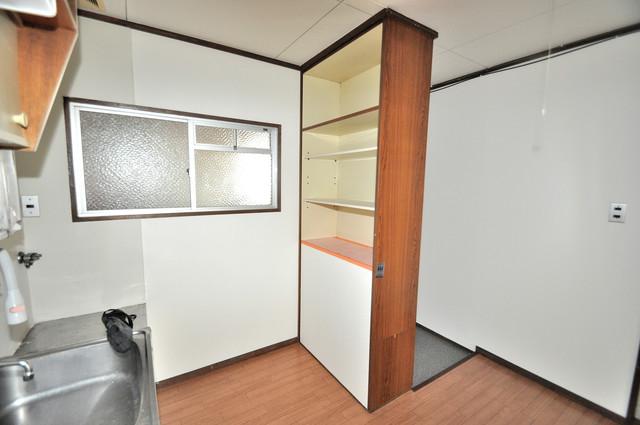 小阪ビル コンパクトながら収納スペースもちゃんとありますよ。