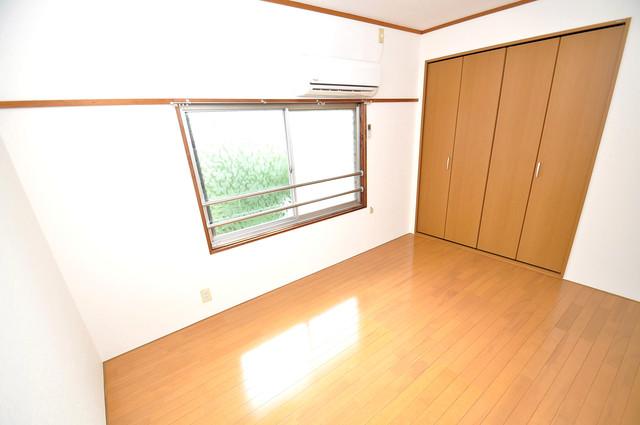 冨永コーポ 陽当りの良いベッドルームは癒される心地良い空間です。