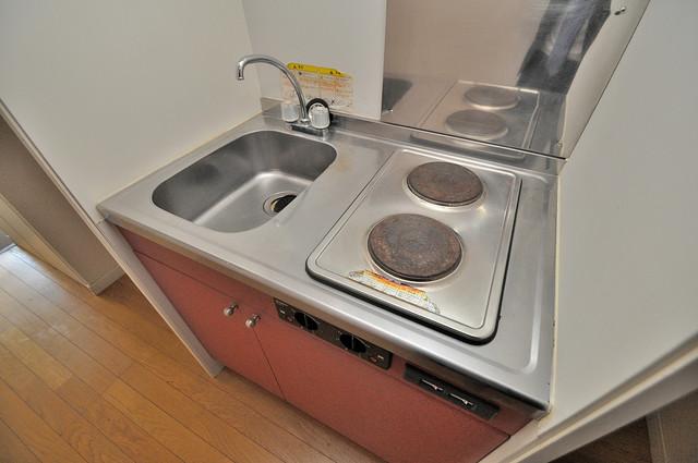レオパレス菱屋西 落ち着いた色合いのキッチン。使い勝手も良いです。
