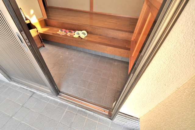 アドバンス渋川 ペントハウス 素敵な玄関は毎朝あなたを元気に送りだしてくれますよ。