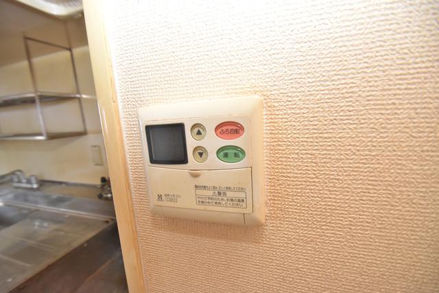 七福興産ビル 給湯リモコン付。温度調整は指1本、いつでもお好みの温度です。