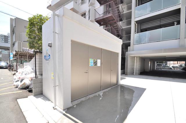 グランドゥーエ永和駅前 敷地内に有り、時間を気にせず出せるごみ置き場。