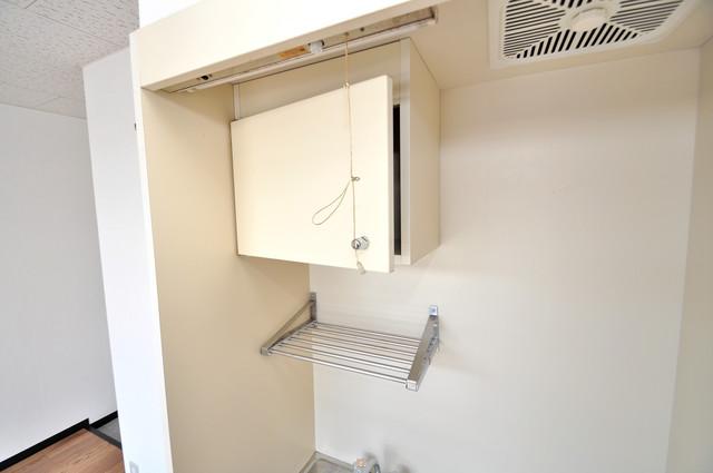 エテルナ長瀬 キッチン棚も付いていて食器収納も困りませんね。