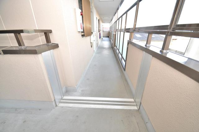 ディグナーデ 玄関まで伸びる廊下がきれいに片づけられています。